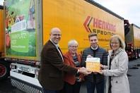 Übergabe Botschafterplakette an Spedition Henking©Wirtschaftsförderung im Landkreis Nienburg/Weser GmbH