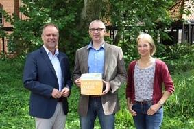Übergabe der Botschafterplakette an die Klimaschutzagentur Mittelweser e.V.©Wirtschaftsförderung im Landkreis Nienburg/Weser GmbH