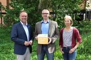 Übergabe der Botschafterplakette an die Klimaschutzagentur Mittelweser e.V.